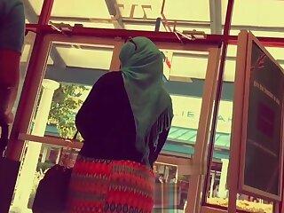 hijab wife big ass walking in street