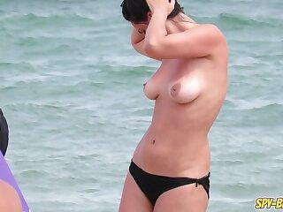 Big Tits Hot Topless MILFs - Amateur Voyeur Seashore Video