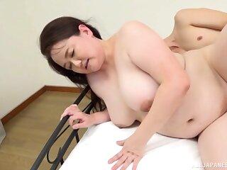 Chubby Asian Sakuragi Junko reaches an amazing high point with a coxcomb