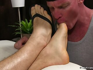 Accustom oneself to up video of a mature revile kissing and licking male feet