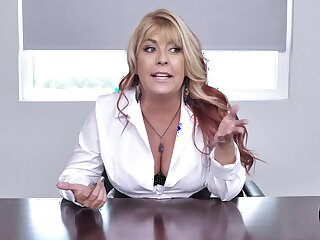 Boss lafy Joclyn Stone drops not susceptible her knees to blow her employee