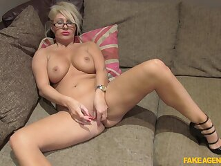 Mia Makepeace gets nearly at her cheating boyfriend with this crazy fuck