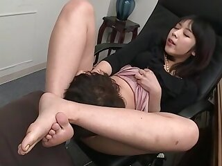 Nijikawa Sora indulges guy's foot fetish together with exalt of voiced in the office