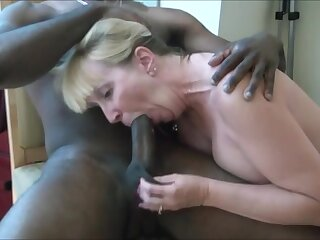 Uncompromisingly hot milf sucking bbc plus realize cum in frowardness while hubby describing