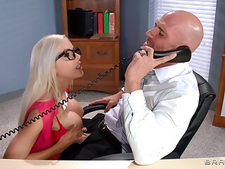 Energized secretary pleases the boss with the ultimate fuck