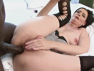 Closeup video of mature star Laura Glowering getting ass fucked overwrought a BBC