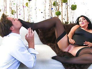Chubby wife Romi Rain gets fucked off out of one's mind a lucky stranger