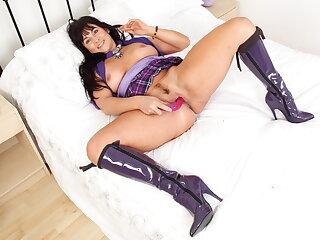 Mature Lelani gets bestrew her high sex appetite